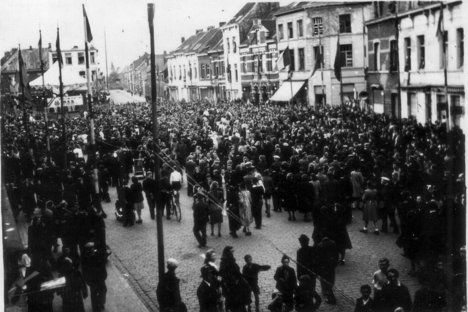 Op 3 oktober 1944 vierde Merksem feest. Eindelijk waren ook zij bevrijd van de Duitse bezetting. Een volksmenigte kwam samen op het Sint-Franciscusplein.
