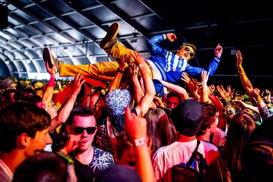 Precies duizend gelukkige studenten zullen eind april kunnen feesten in de Grenslandhallen alsof het coronavirus nooit heeft bestaan.