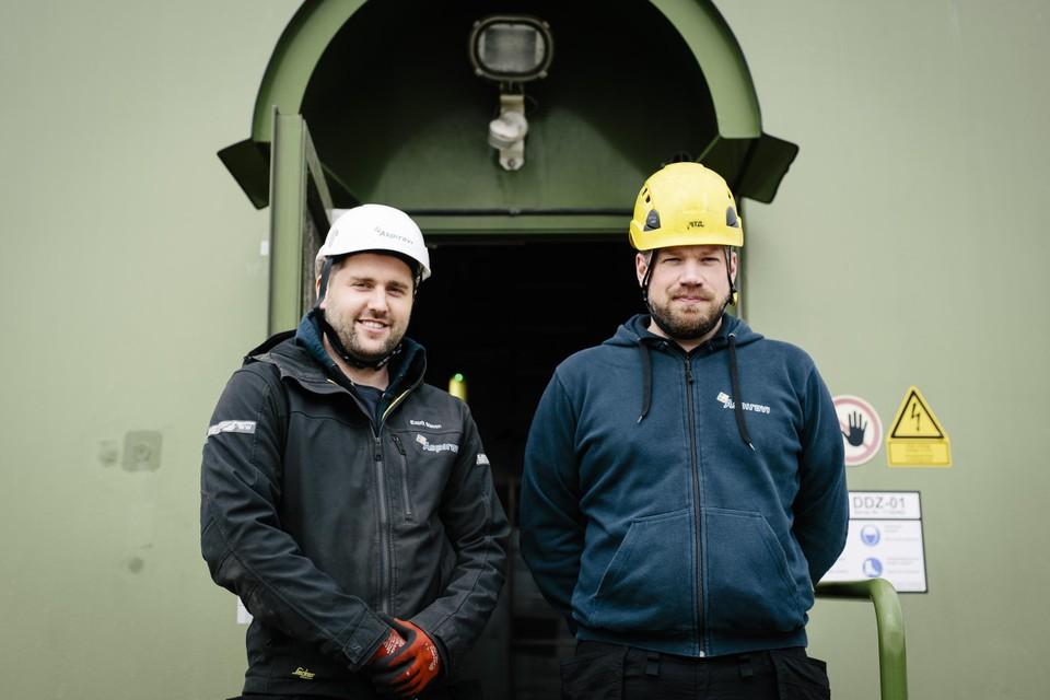 Steven Esprit en Bram Soete kijken bij Aspiravi (aandeelhouder van Vleemo) na of de molens goed worden onderhouden