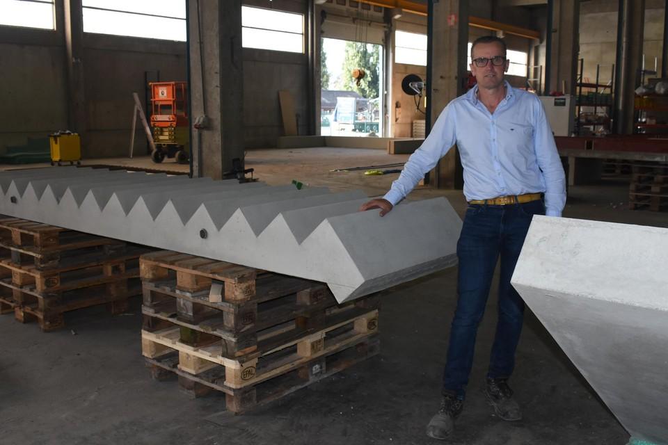 Bestuurder Gert Ver Donck van Concreate bij de eerste geproduceerde trap.