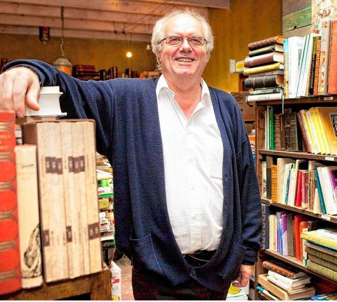 Job Deckers in zijn boekenwinkel in 2012.