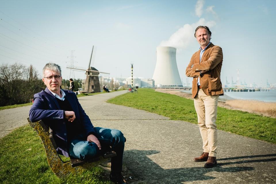 Joris Van Reusel (links) en Daan De Volder op de Scheldedijk.