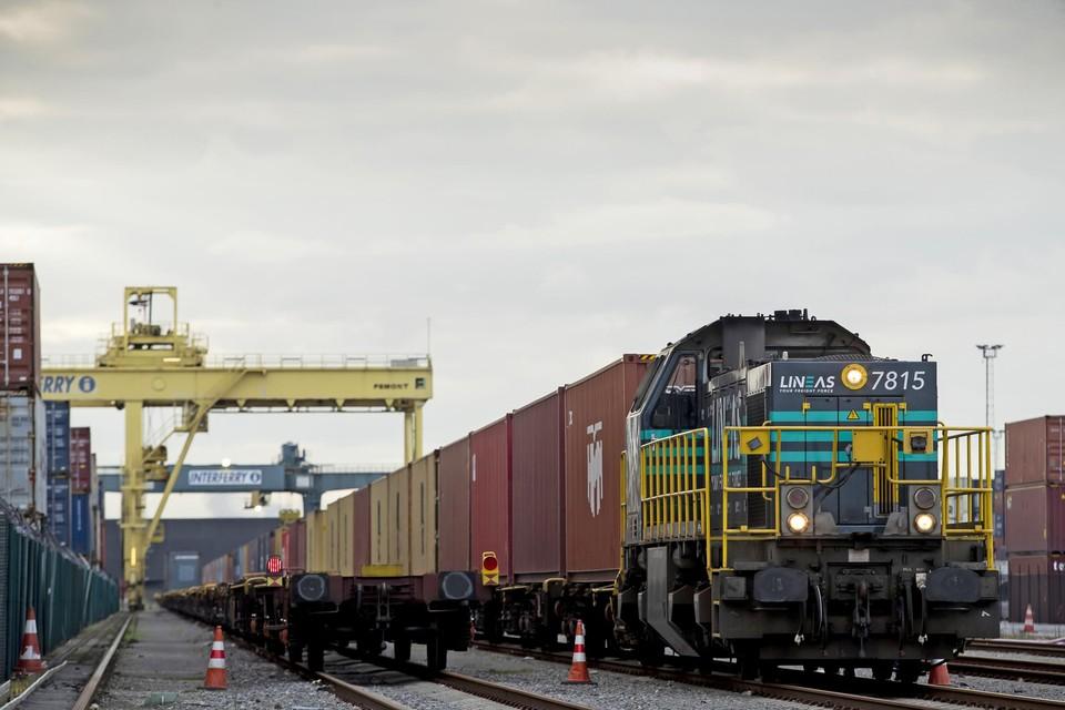 Een nieuwe spoor- en truckhub moet vanaf 2022 jaarlijks 20.000 vrachtwagens van de weg houden.