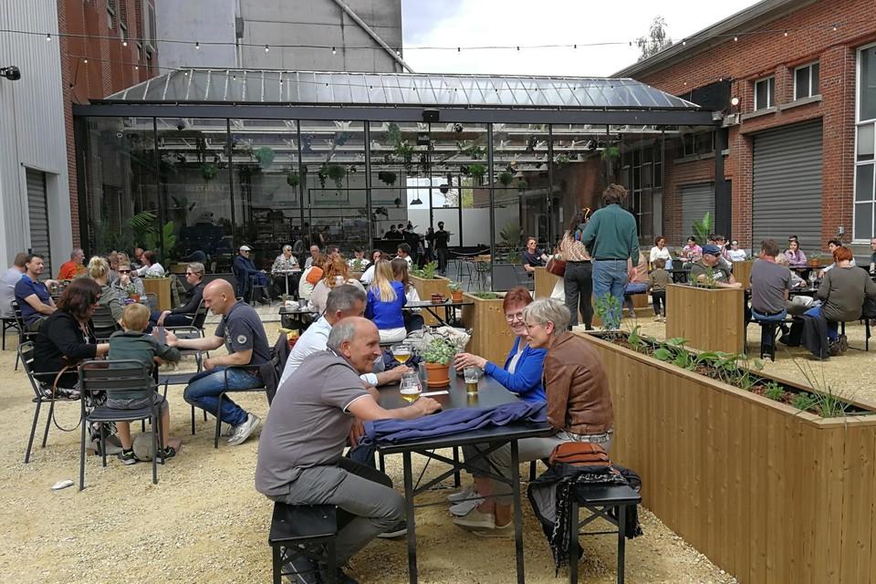 De Bloemfabriek is niet enkel het zomerterras, maar vanaf maandag opent er met De Kas ook een co-workplek.