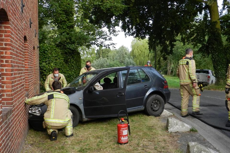De auto moest in de bocht uitwijken.