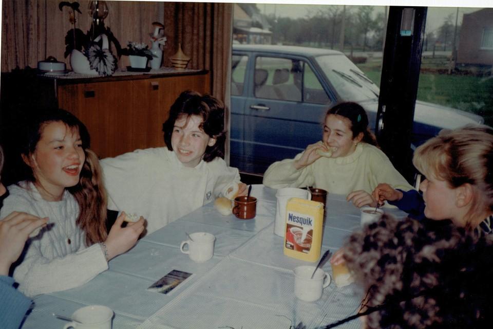 De grote charme van Voorbeeldig Geel blijft om bekenden in hun jonge(re) jaren te zien, zoals dit gezin uit Punt uit 1986.