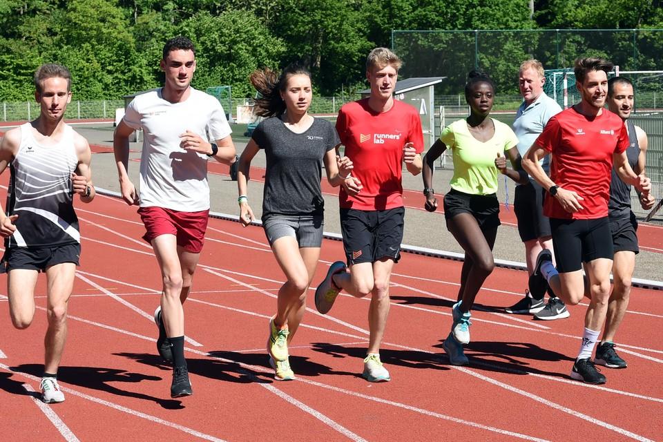 Jochem Vermeulen (tweede van links) gisterochtend tijdens een training in Leuven.