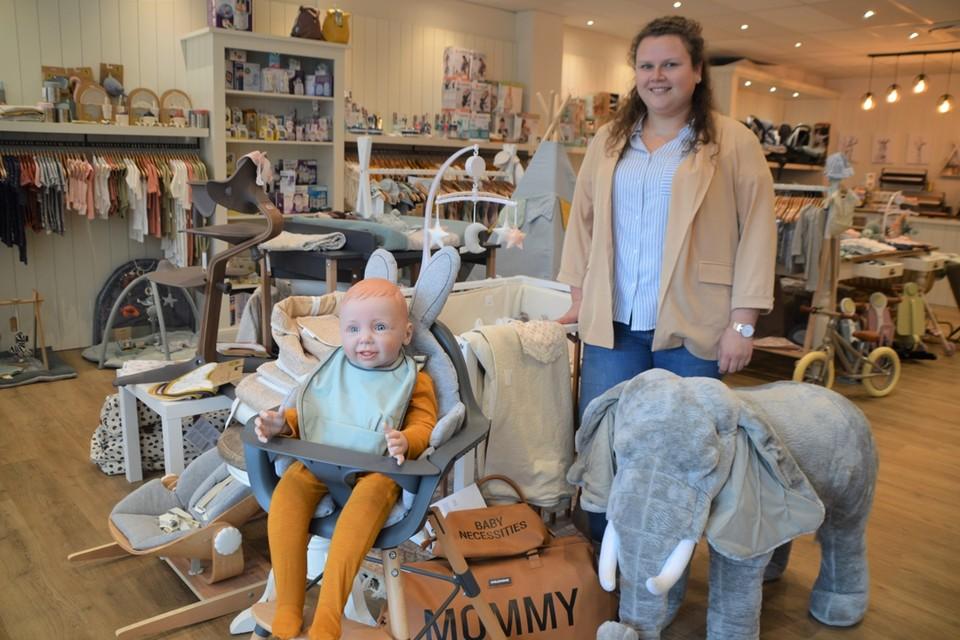 Lisa Daems in haar nieuwe babyspeciaalzaak Den UkkePuk.