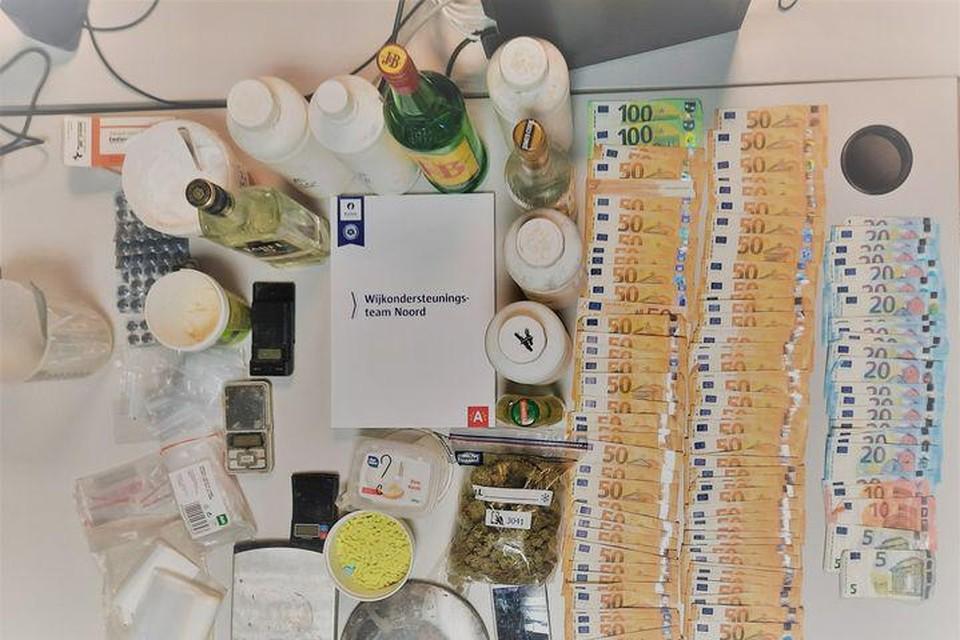 In een onderzoek naar drugshandel heeft de Antwerpse politie dinsdag een huiszoeking gedaan in Merksem.