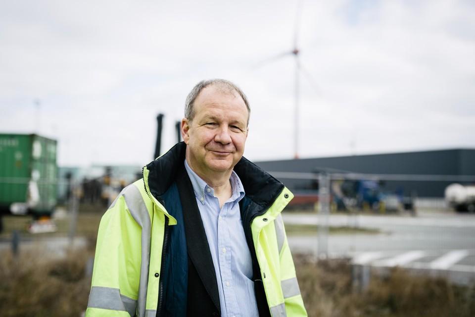 David Daggelinckx, baas van Vleemo, dat op de rechteroever windturbines neerpoot.