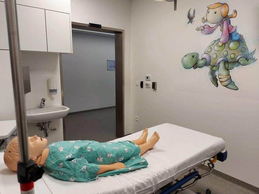 Een van de twee pediatrische behandelkamers.