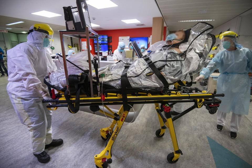 Beelden uit het Citadelle ziekenhuis in Luik. Tegen 6 november zullen Belgische ziekenhuizen hun maximumcapaciteit bereiken.