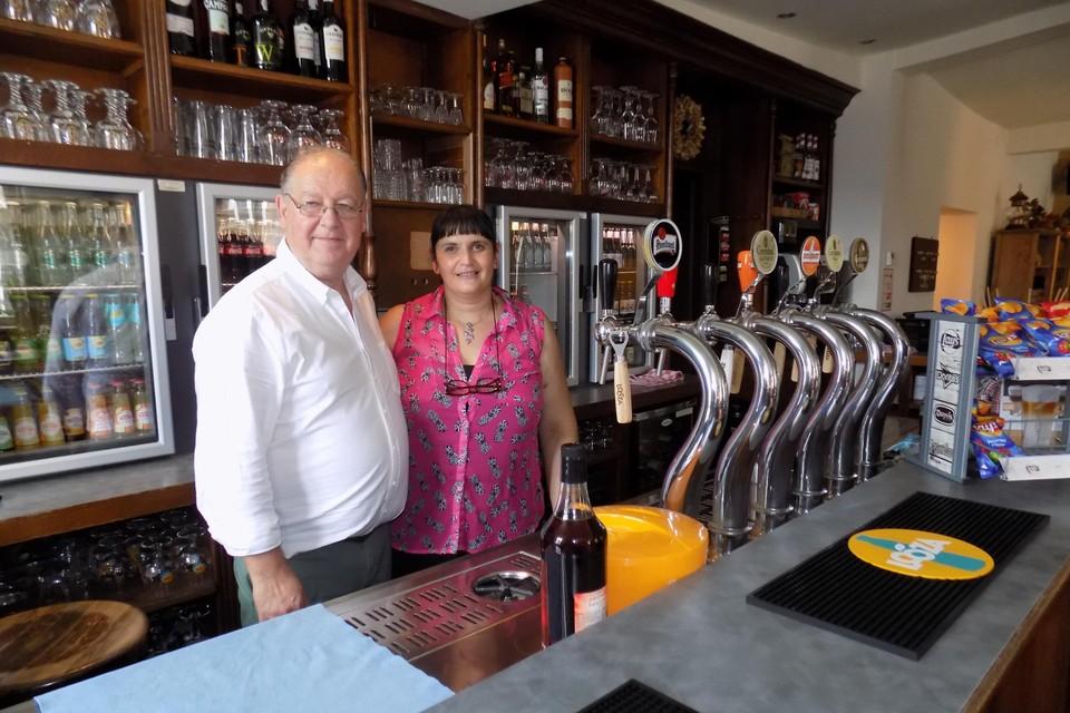 Danny Cain en zijn vrouw Nadja Maes staan sinds maandag weer achter de toog van hun café De Valk in Kasterlee.