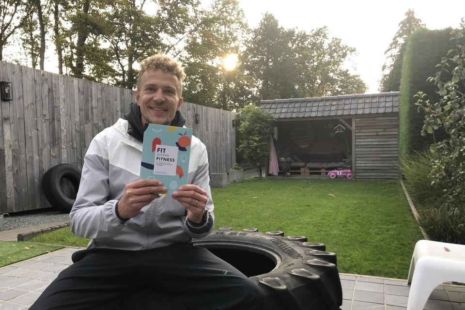 Frédéric Heylen schenkt zijn boek  weg.