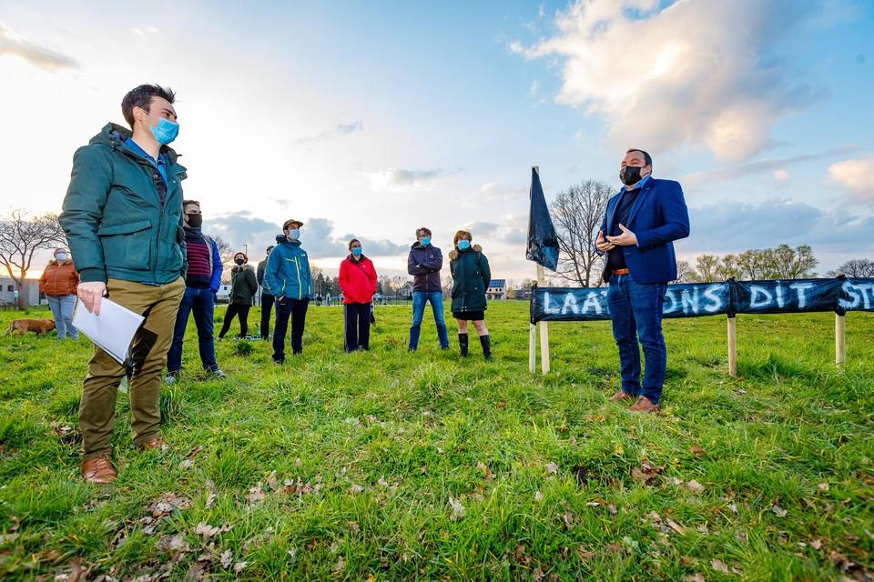 Buurtbewoners van Leyland kwamen donderdagavond samen op het stukje grond dat ze bewaard willen zien.