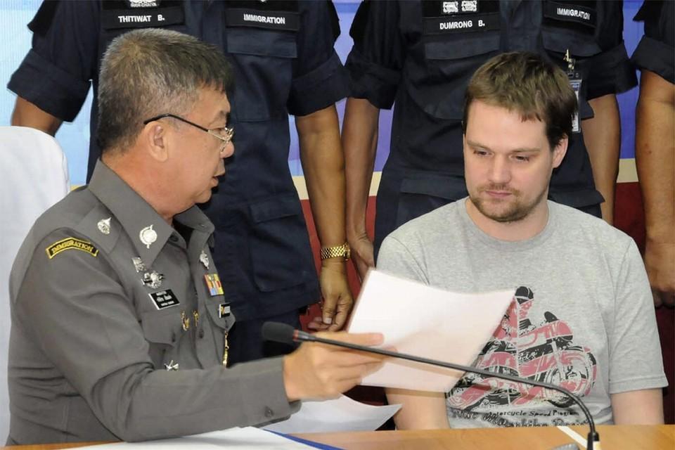 Fredrik Neij met een Thaise politieofficier.