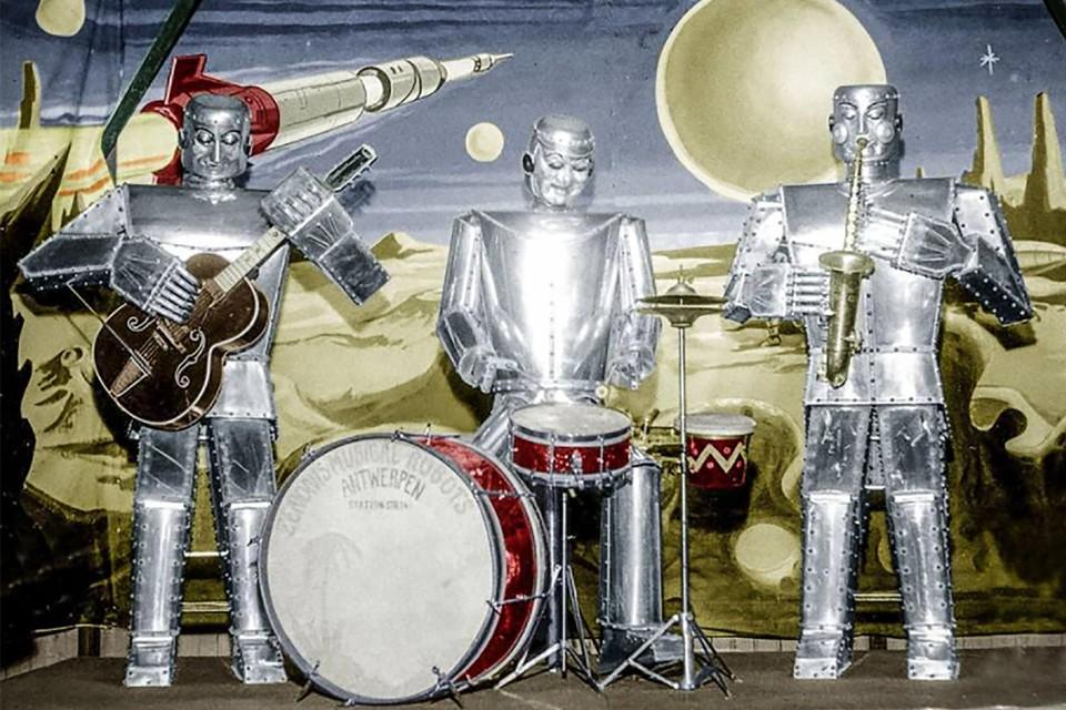 Nod, Wink en Blink op het podium.