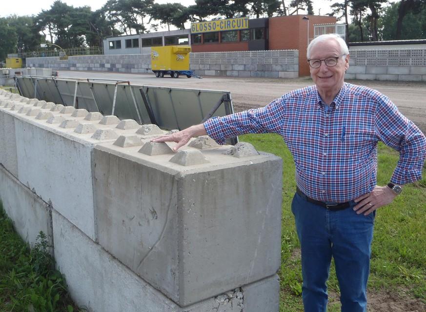 """""""Met zelfgemaakte betonblokken bouwen we een muur rondom het circuit"""", zegt Staf Meulemans."""