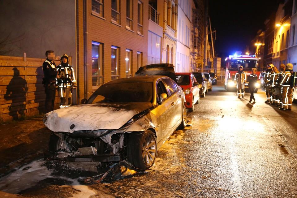 De twee werden onder meer veroordeeld voor het in brand steken van een BMW in de Rupelstraat in maart 2019.