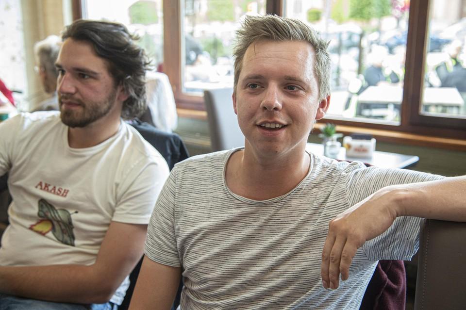 """""""Te mooi om waar te zijn"""", haalde Pieter zijn schouders op, hij kent Wout al sinds de lagere school."""