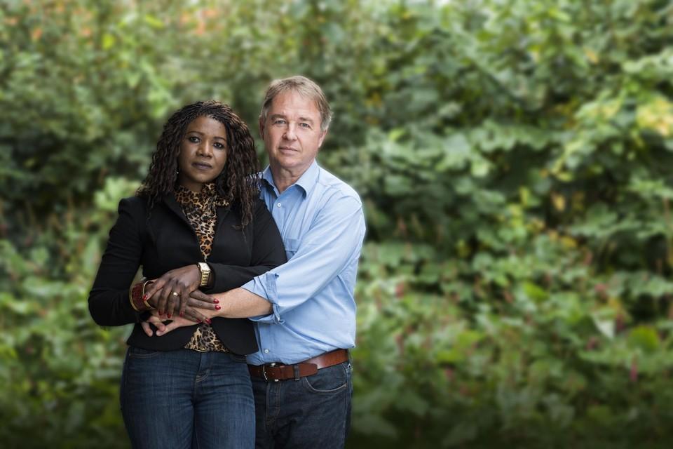 Afrika-journalist met zijn Rwandese vrouw Marie. De telefoons van beiden werden afgeluisterd.