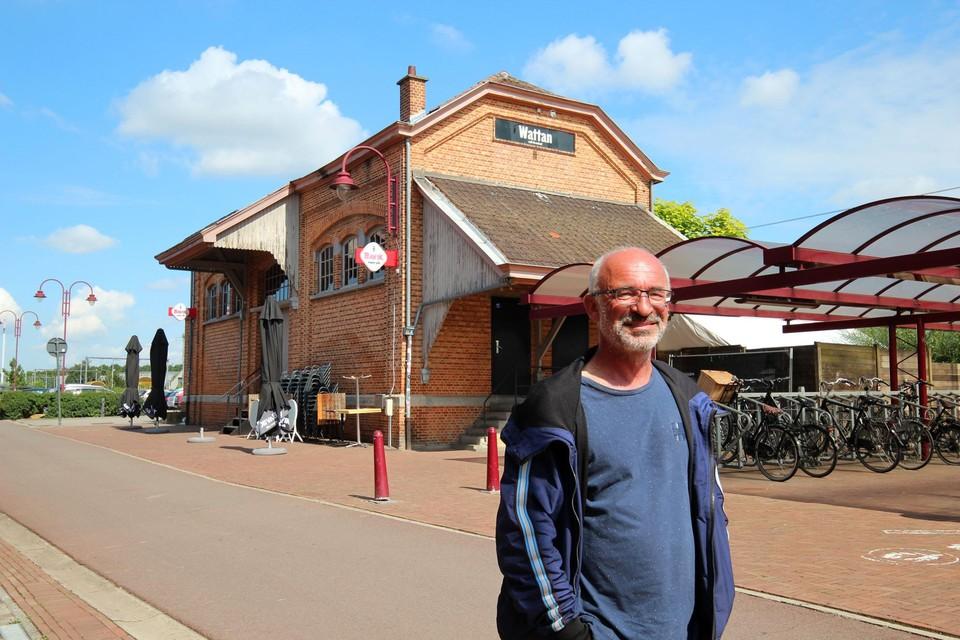 Patrick De Groote bouwde het pakjeshuis mee om tot Sfinks Café.
