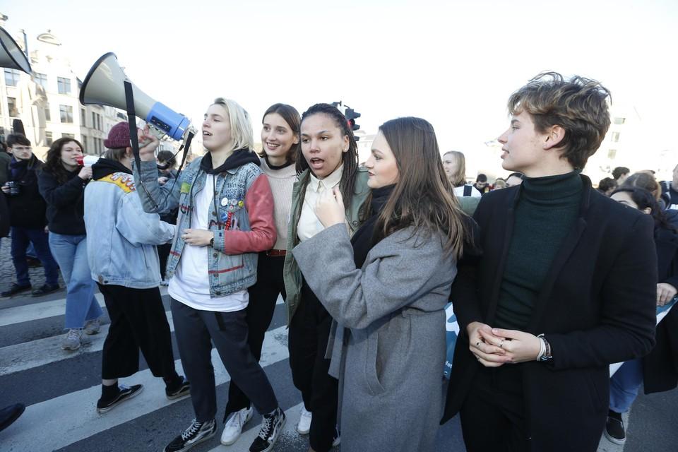 Jasmijn (links) en Anuna (rechts) van Youth for Climate.