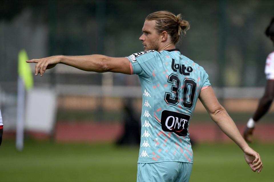 Guillaume Gillet vierde bij Charleroi zijn basisdebuut.