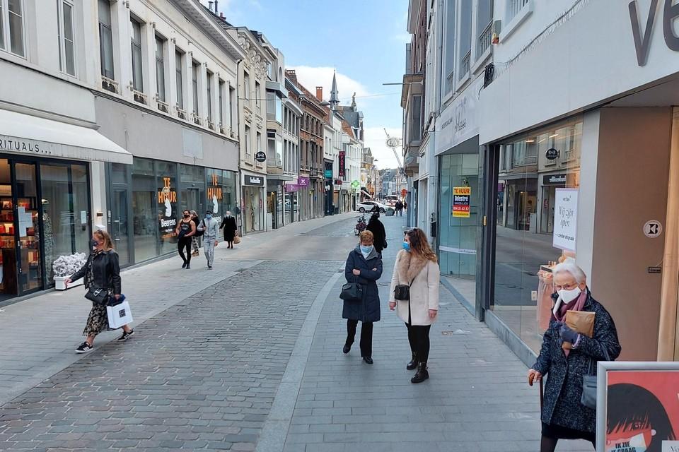 De Antwerpsestraat is de belangrijkste winkelstraat in Lier.