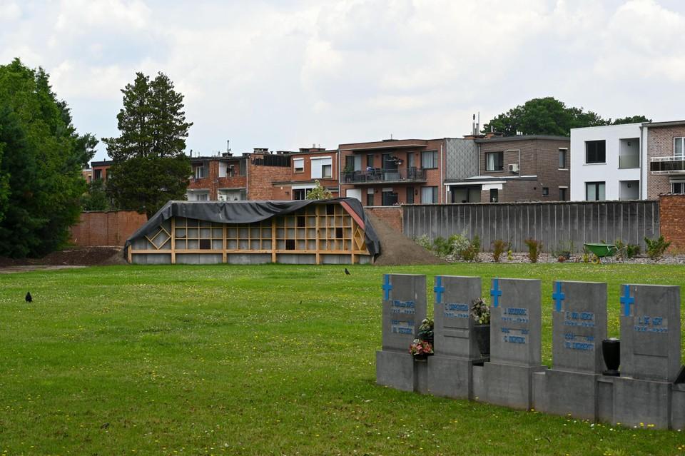 Het bijen- en insectenhotel staat vlakbij het militair ereperk.