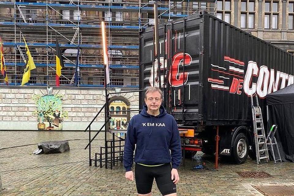 'De containercup' kwam gisteren naar de Grote Markt in Antwerpen. Bart De Wever mocht daar het beste van zichzelf geven.