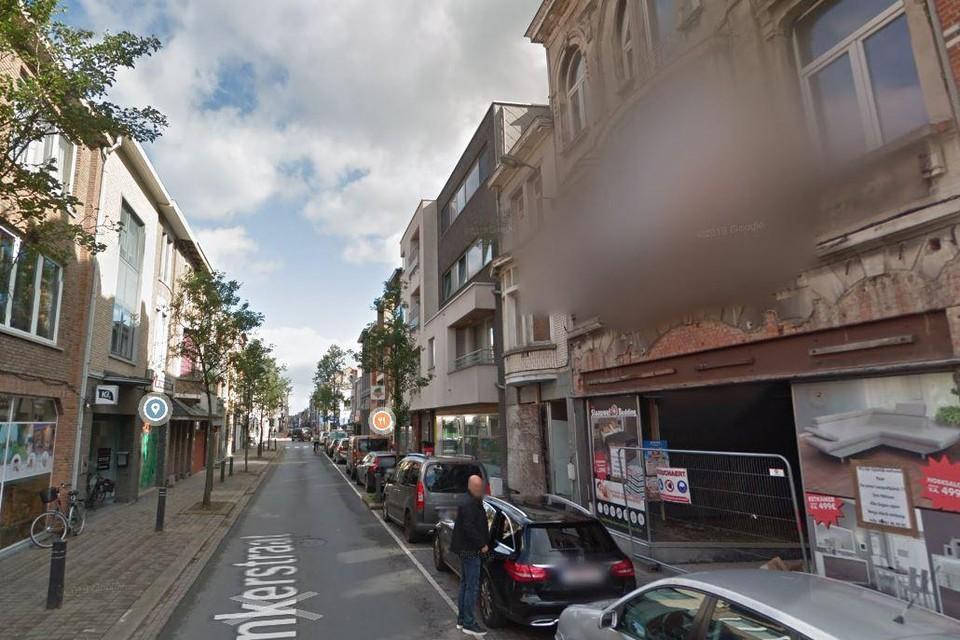 Een pand in de Ankerstraat moet afgebroken worden, omdat het door de zware regenval onstabiel is geworden.