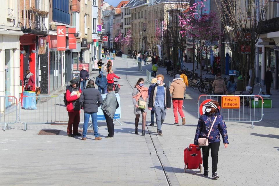 De dief sloeg toe in verschillende winkels in de Bruul in Mechelen.