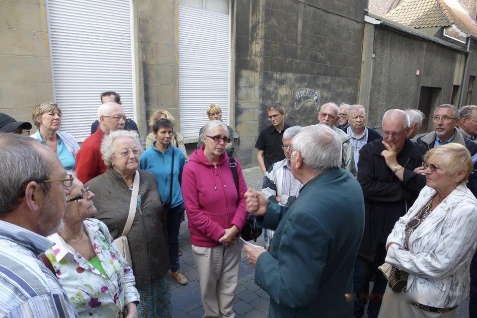 Paul Delbaere informeert deelnemers in zijn Mechels wereldtaaltje.