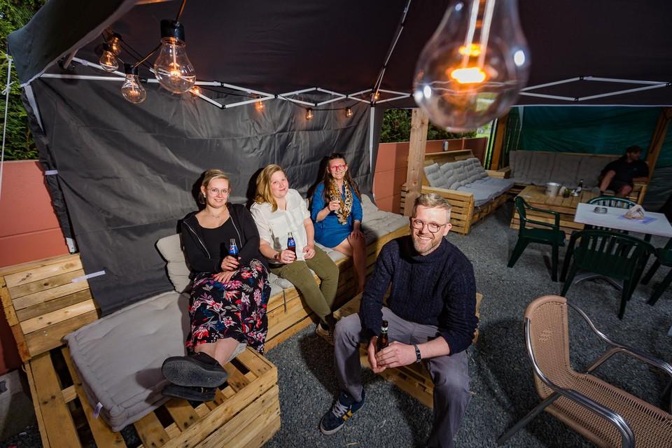 Jan Hendrickx (vooraan), zijn partner Elise van Beethoven, diens boezemvriendin Ann Hauman en gerant Sonja Calant.