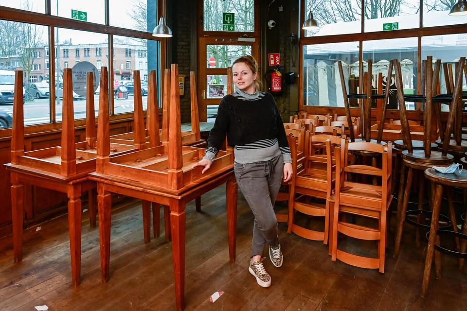 Cafébazin Flyn Wynen in De Musik. Wanneer de horeca weer open mag, hoopt ze snel weer optredens te kunnen organiseren.