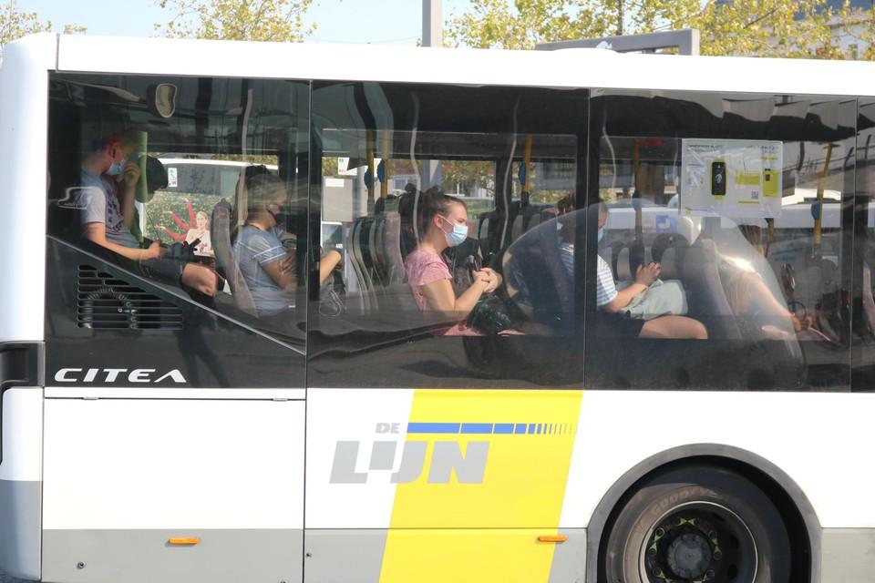 De Lijn legde extra bussen aan op een aantal drukke Wase schoolverbindingen om overvolle bussen te vermijden. Tevergeefs. Ligt de fout bij de jongeren?