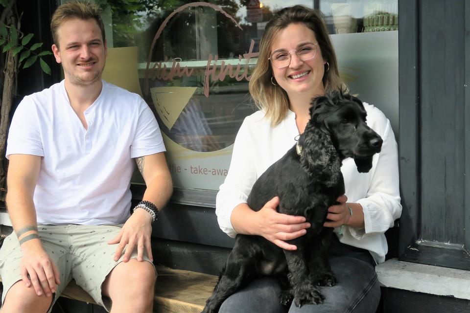 Geen hotdogs op de kaart bij Faim Finit, maar wel Pepper, het lieve huisdier van Anthony en Jasmin.