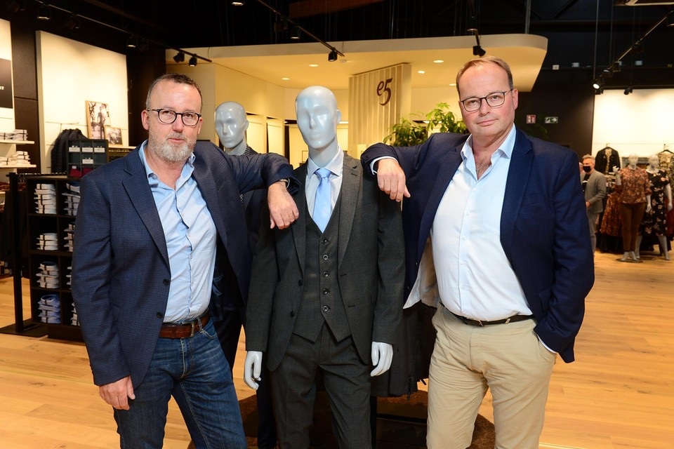 De West-Vlaamse broers Peter en Kristof De Sutter zijn de nieuwe eigenaars van kledingketen e5.