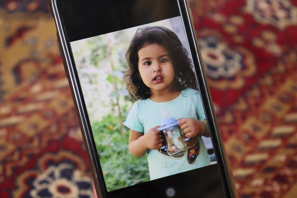 Eén van de kinderen van de familie Ahmadi. Het meisje zou zijn omgekomen.