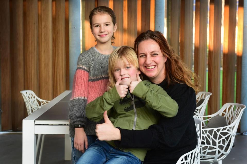 Mama Eva Verhoeven met dochter Lotta en zoontje Sigge, die een autismetoornis heeft.