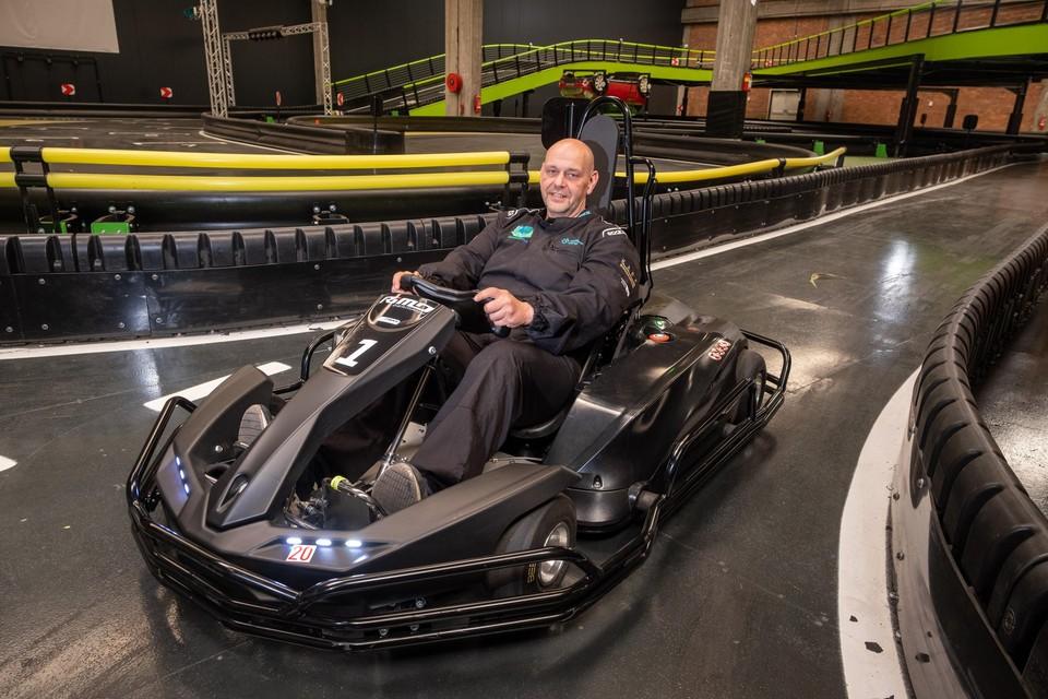 Filip Meeus in een elektrische kart op het AB e-kartcircuit.