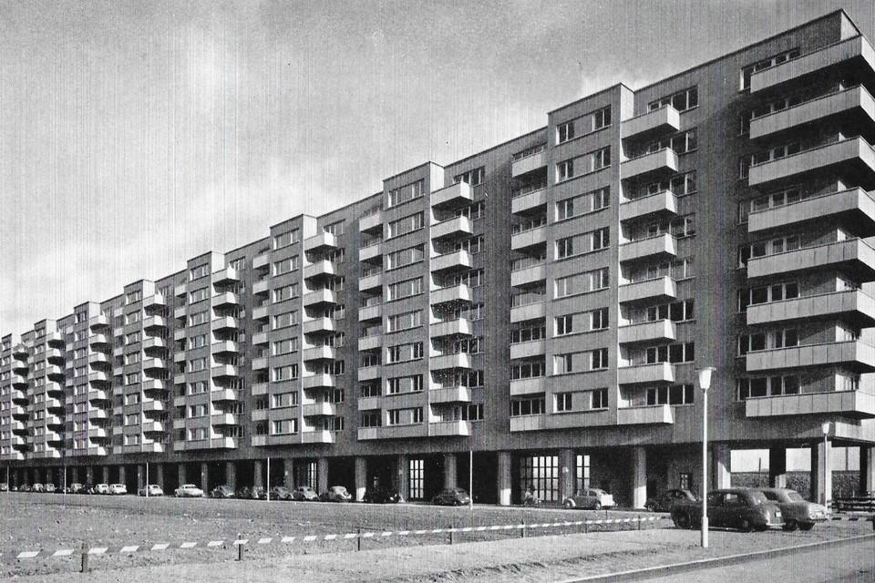 De Paal- of Langblokken op de Luchtbal dateren van 1954-1956.